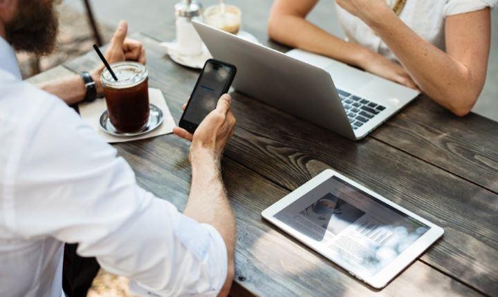 Как сильно люди привязаны к смартфонам