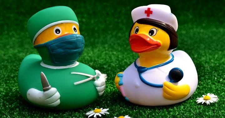 Утята во врачебных халатах